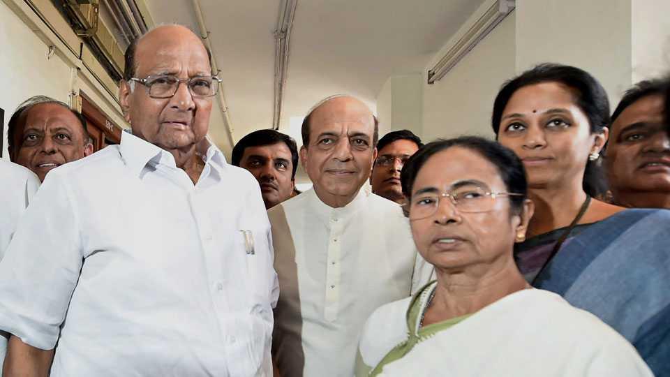 Sharad Pawar meets Mamata Banerjee