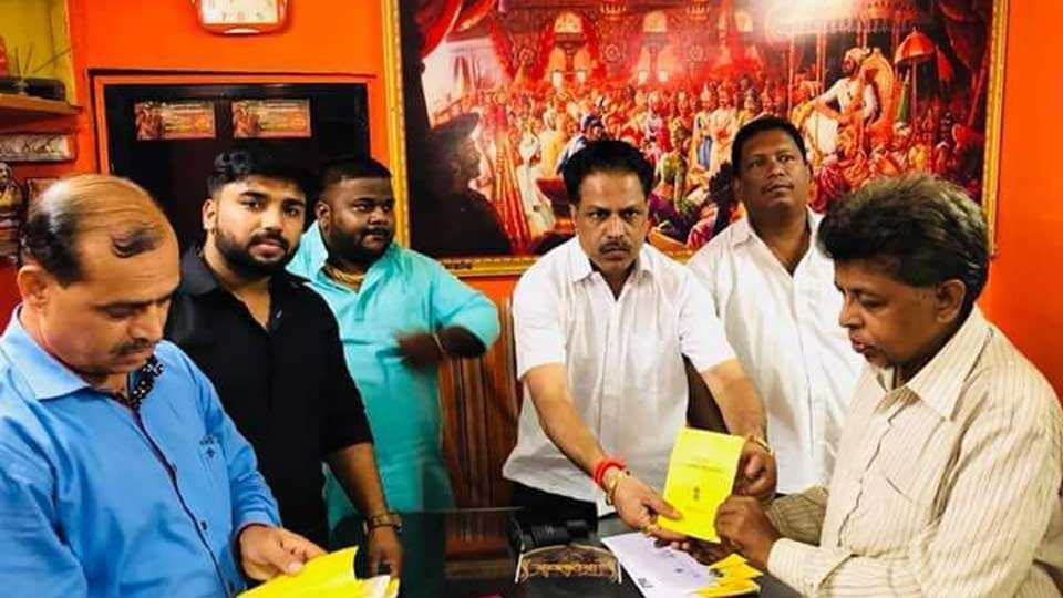 Shiv Sena's initiative to pass the ST passes for traveling to blind people in Ulhasangan
