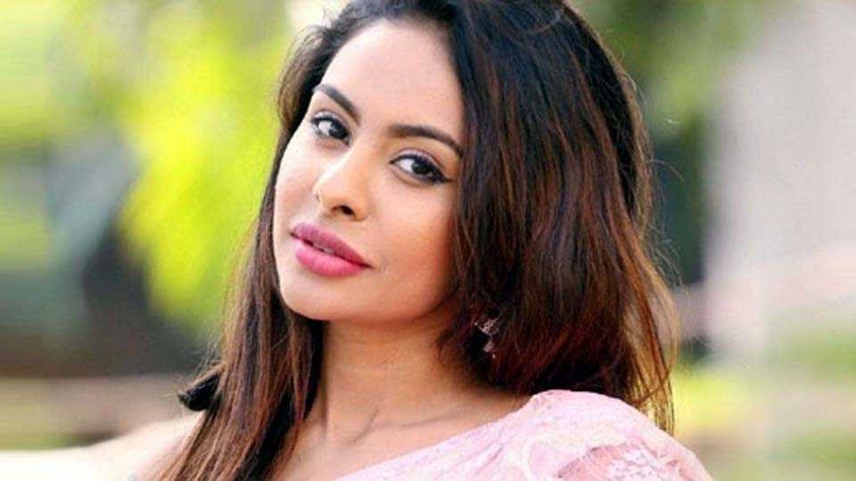 Tollywood Actress Sri Reddy Goes Topless Against Casting Couch
