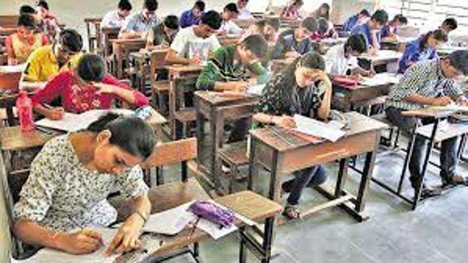 District School of Zilla Parishad school student sakshi duchal got 99 percentage