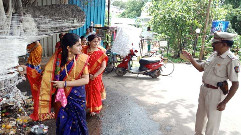 women are celebrating vatpornima festival
