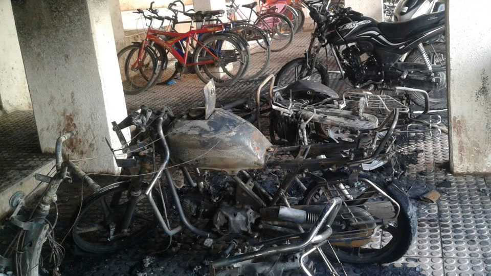 baramati_Bike_Fire_news