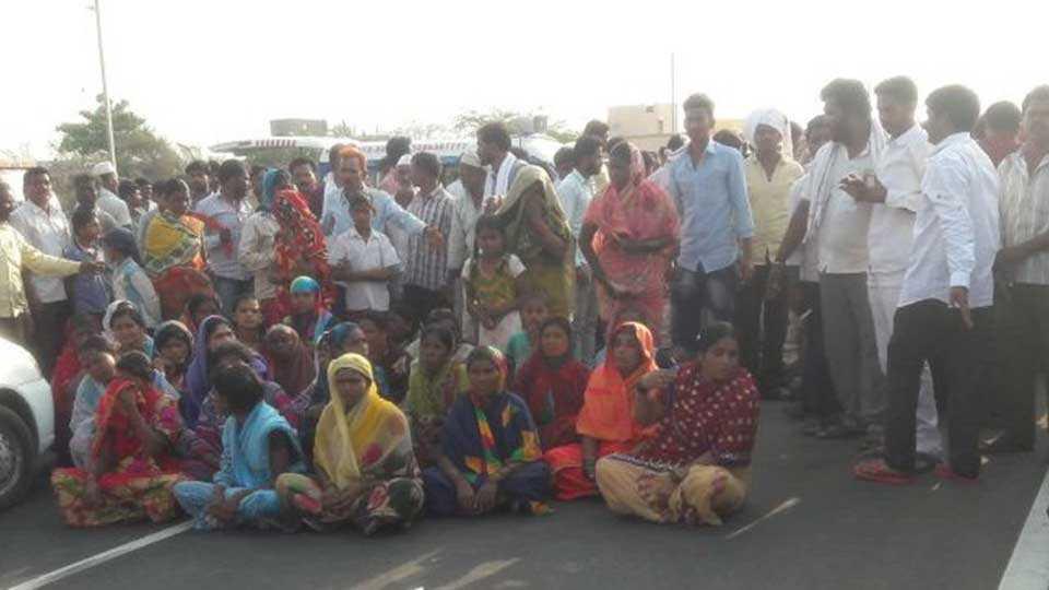 Rasta Roko Agitation on National Highway at Usmanabad