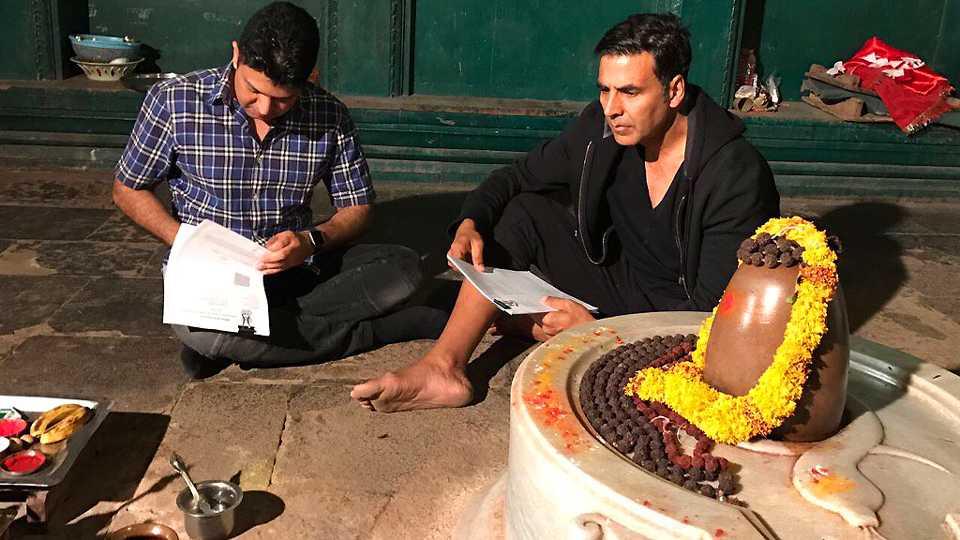 Akshay Kumar signs Mogul (Gulshan Kumar Biopic) in a Lord Shiva Temple