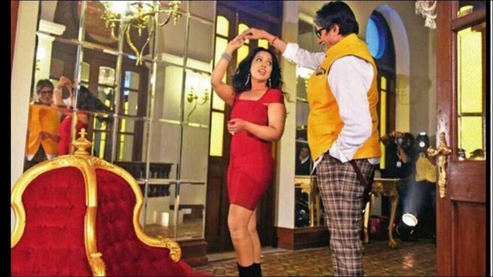Amruta Fadnavis with Amitabh Bachchan