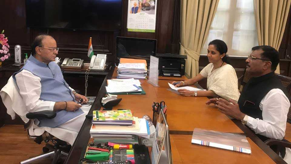 Supriya Sule meet Atun Jaitly