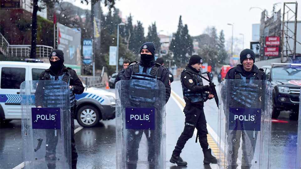 दहशतवादी हल्ल्यानंतर इस्तंबूलमधील सुरक्षेत वाढ करण्यात आली.