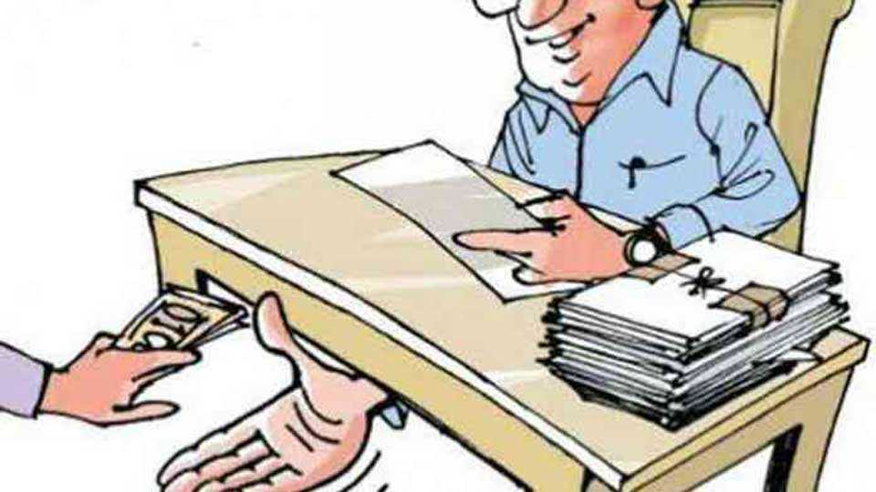 Land Records Deputy Superintendent arrested for bribe