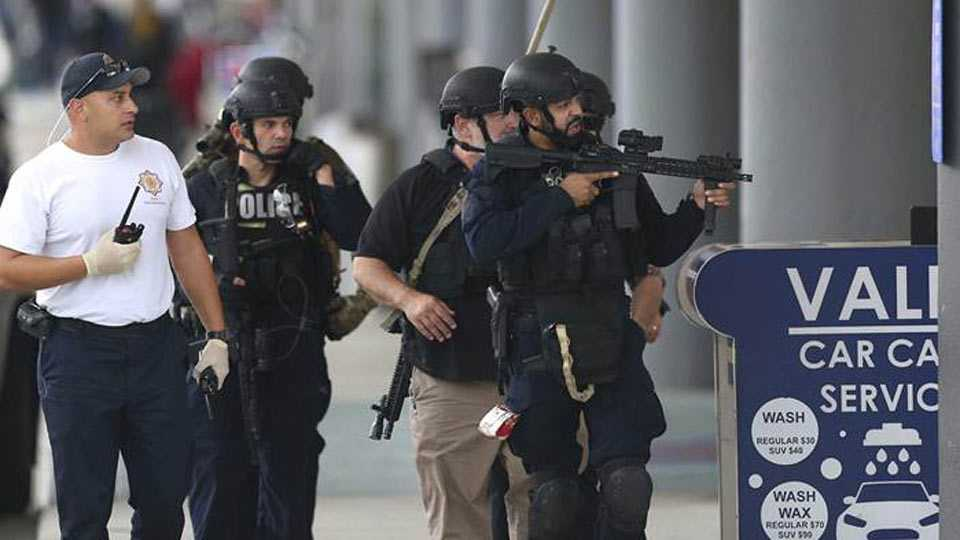 Florida shooting: Gunman kills 5 people, wounds 8 at Ft. Lauderdale airport
