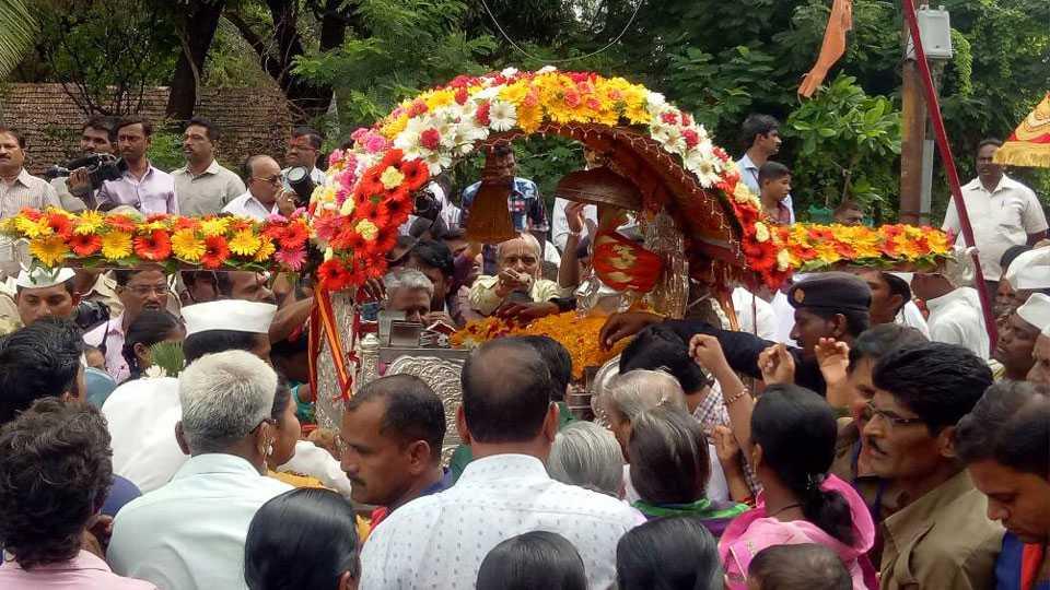Gajanan Maharaj Palkhi in Solapur