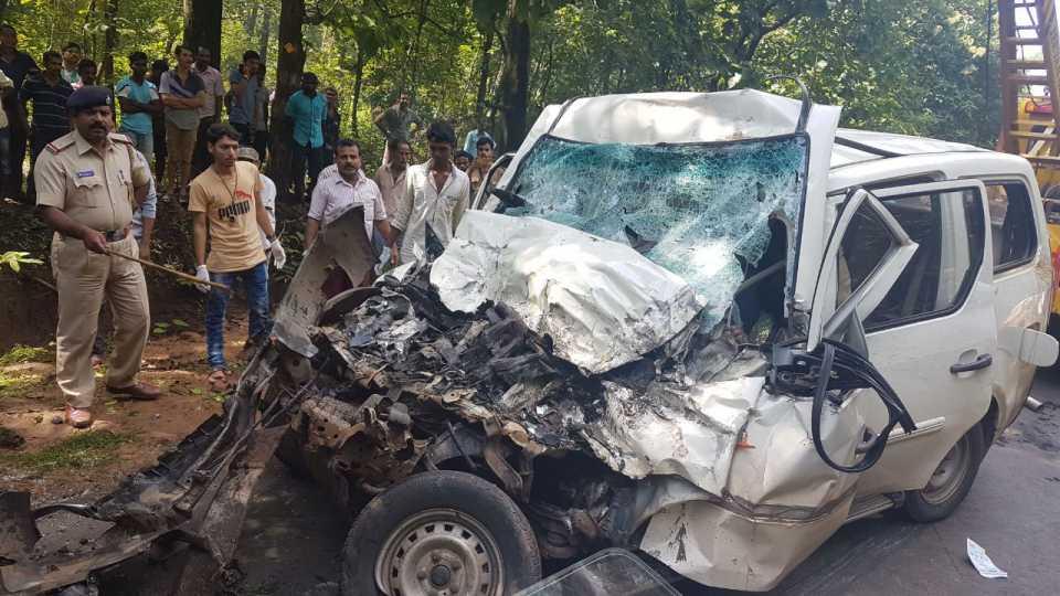 अपघातात मोटारीचे झालेले नुकसान