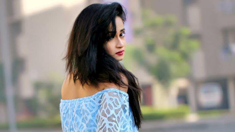 new marathi movie bhavishyachi aishi taishi harshali zine esakal news
