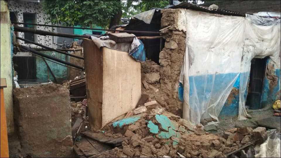 जळगावः मुसळधार पावसामूळे घरे जमीनदोस्त
