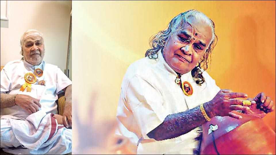 घटम् वाजवण्यात तल्लीन झालेले विक्कु विनायकराम. (संग्रहित छायाचित्र)