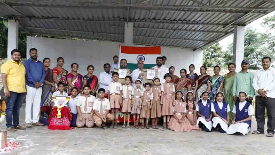 One thousand five hundred Rakhis sent by the students to the jawans