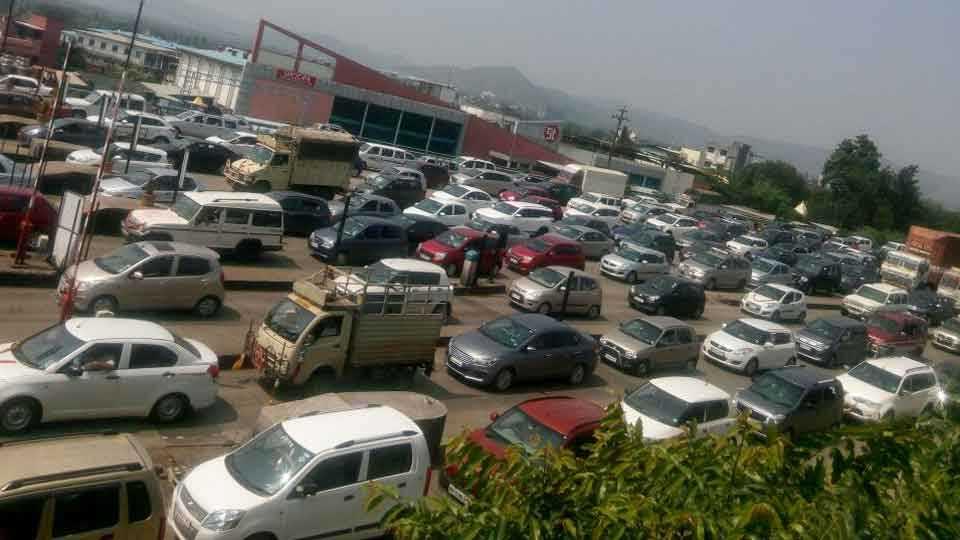 Khed Shivapur toll plaza