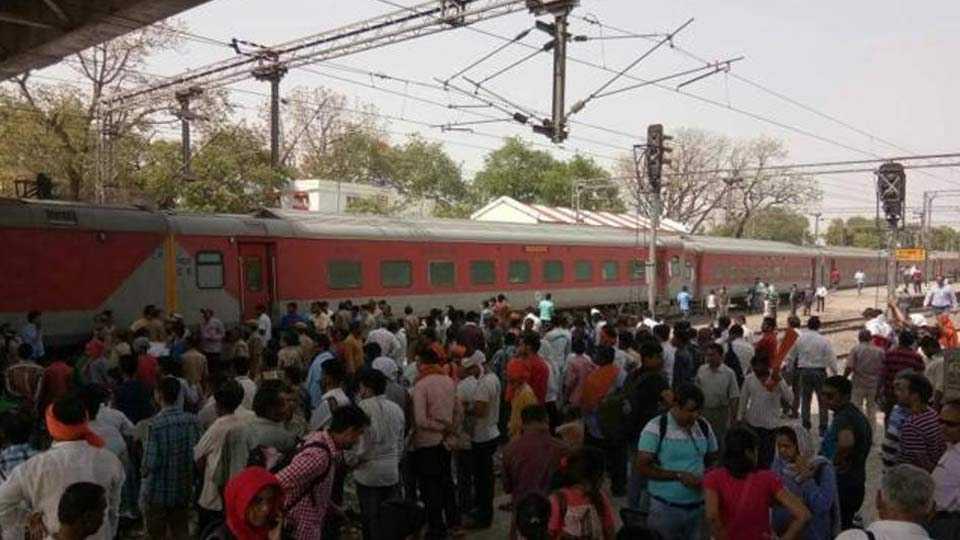 11 bogies of Lokmanya Tilak Express derail near Unnao in UP