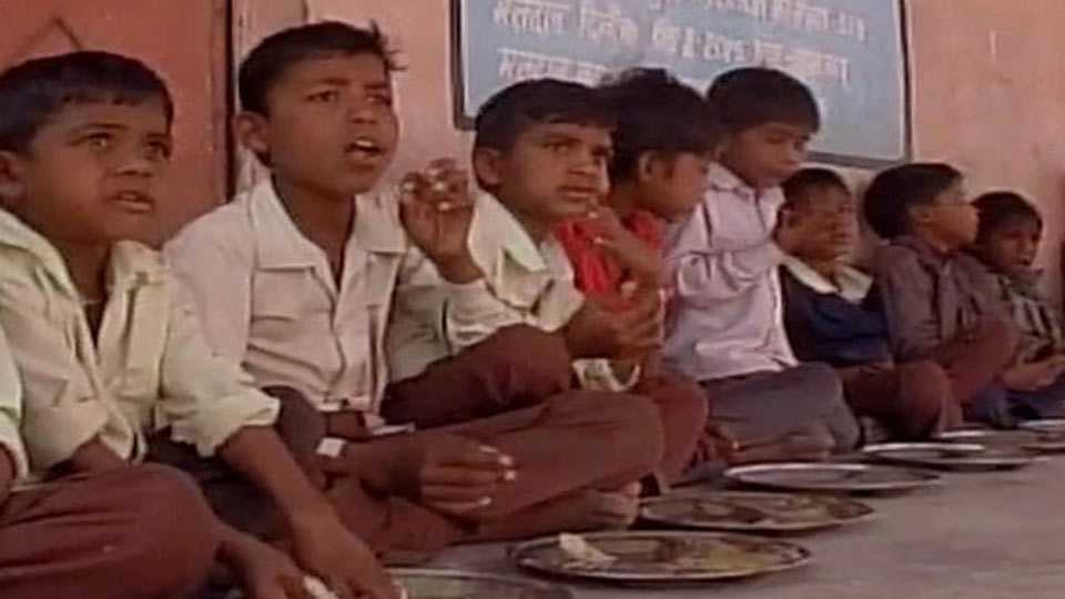 upper caste school children shun mid day meal cooked at the home of a dalit in tikamgarh madhya pradesh