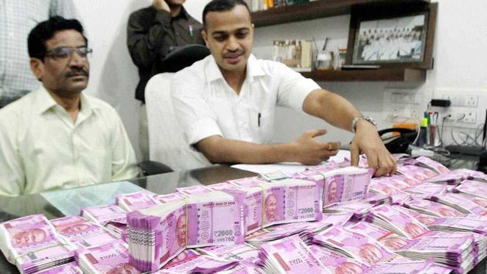 I-T finds Rs 162 cr, 12 kg gold after raids on Karnataka minister, Congress leader