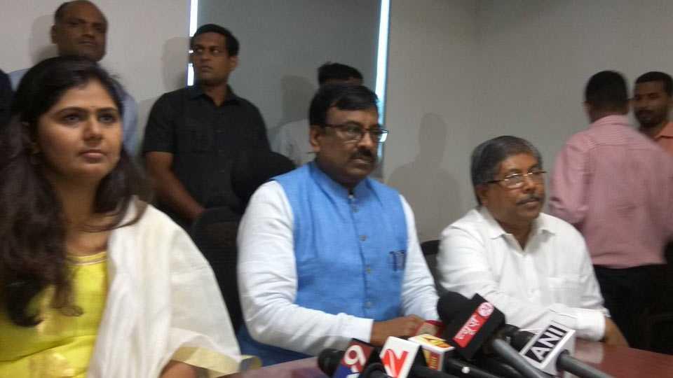 Sudhir Mungantiwar statement on Shiv Sena walkout