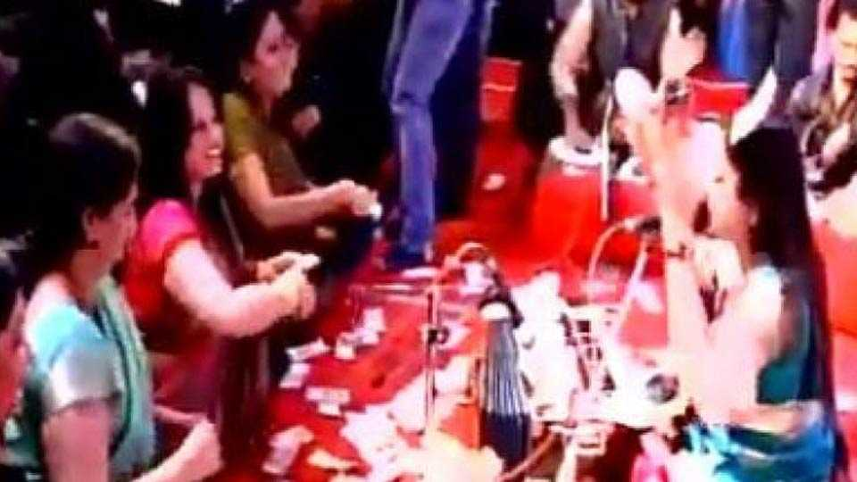 Folk singers showered with about Rs 40 lakh in Gujarat