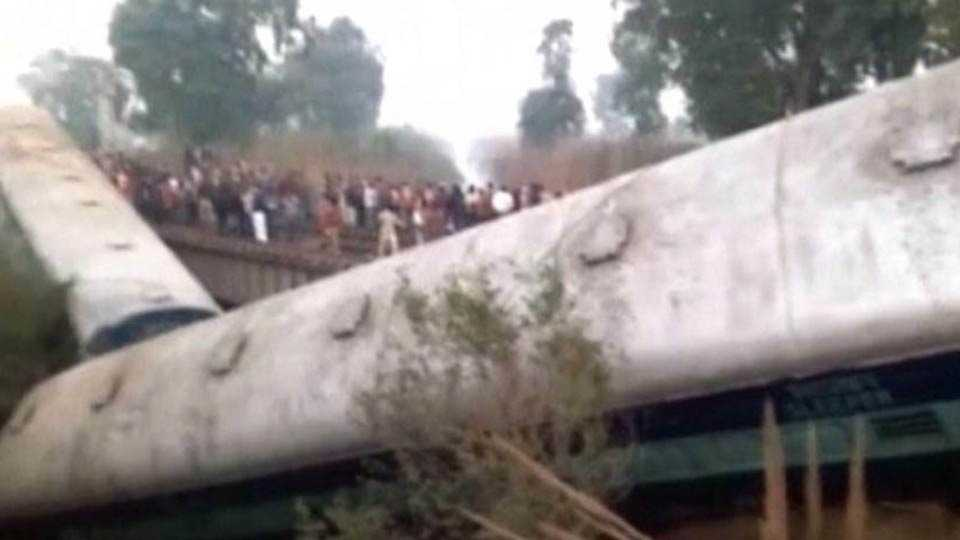 Sealdah-Ajmer Express derails near Kanpur: two killed and 26 injured