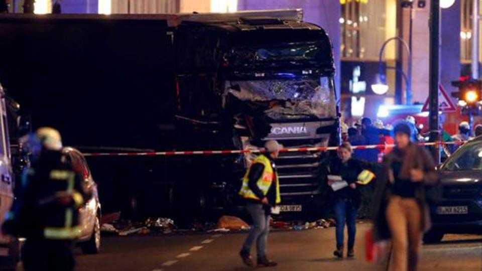Berlin Breitscheidplatz: Lorry kills 12 at Christmas market