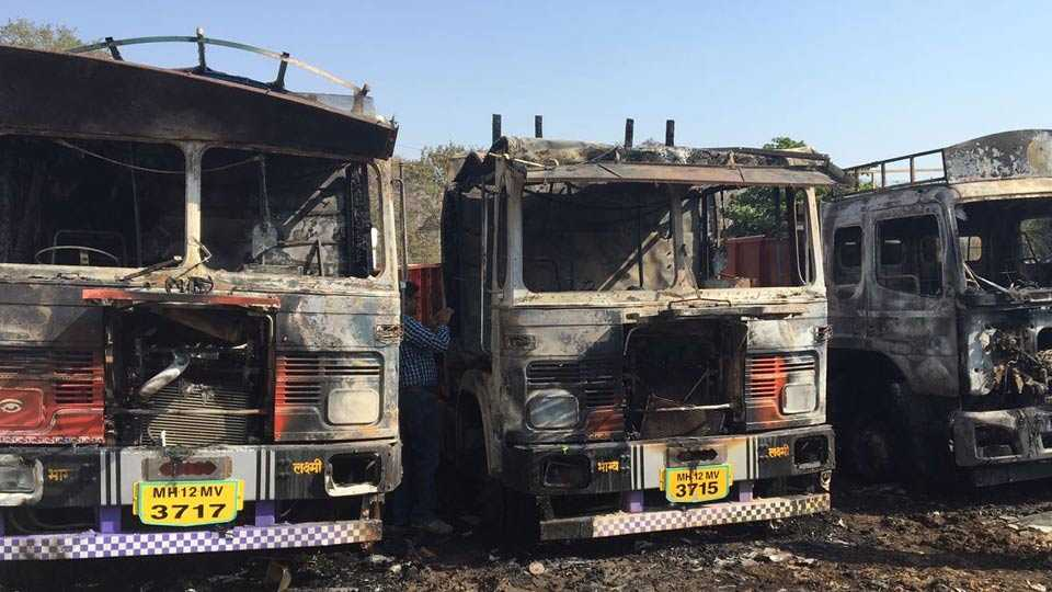 Khadakwasla area burned four trucks