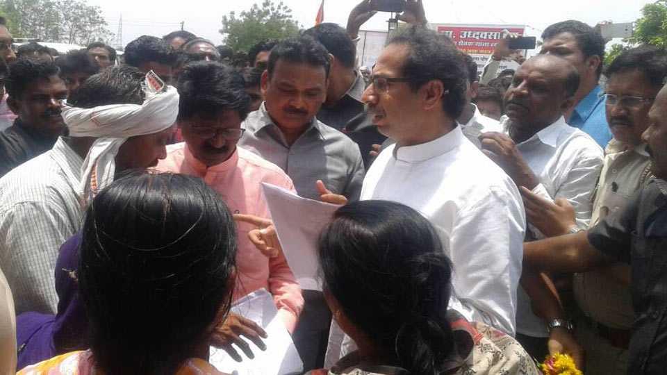 Uddhav Thackeray meet farmers in Akola