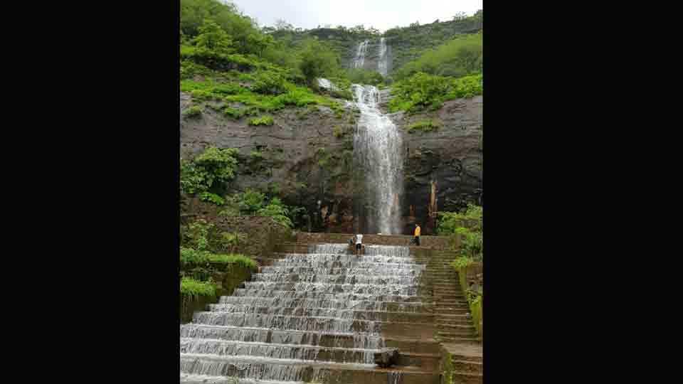 tourists like Andar Maval waterfall at takve budruk pune