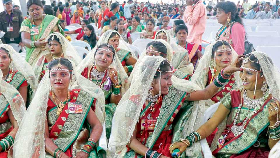 youth should come forward to destroy the dowry system
