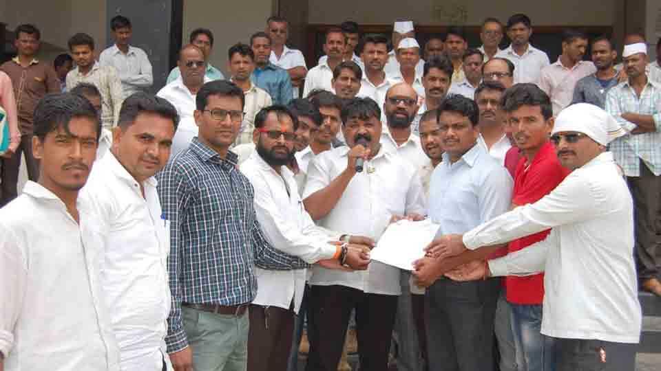 MarathaKrantiMorcha Thiyya Agitation at Yevla for Shivshrushti demand with reservation