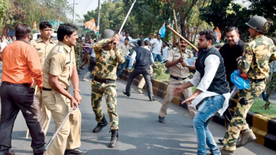 Congress workers baton