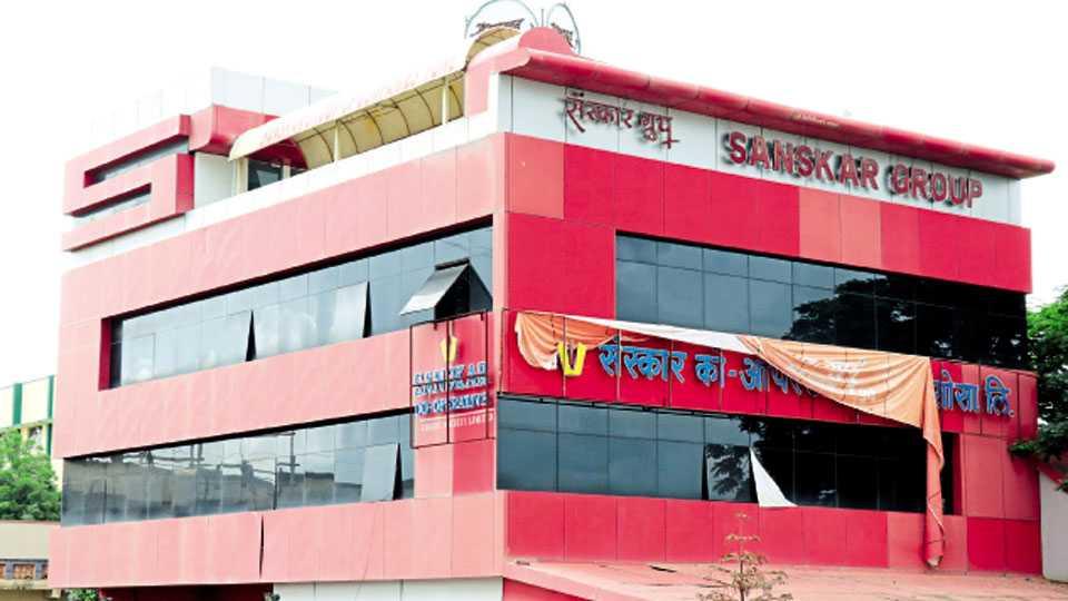 भोसरी - मॅगझिन चौकाजवळील संस्कार ग्रुप कार्यालयाची इमारत.