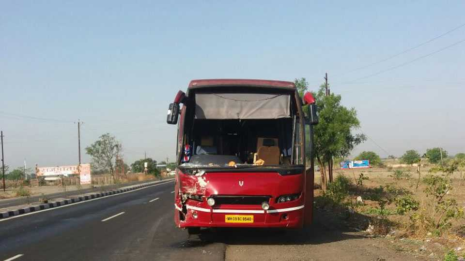 Aurangabad Waluj Road Accident 2 Women Died 10 Injury