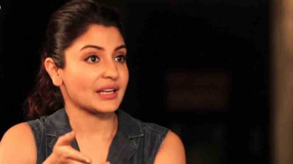 Anushka Sharma lashes out a man who throws a garbage on road
