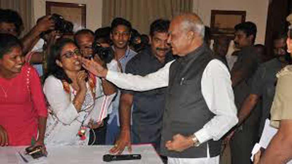 Women Journalist Misbehaviour by Governor Tamilnadu