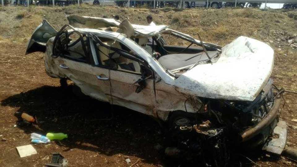 Three people dead in nasik pune highway accident