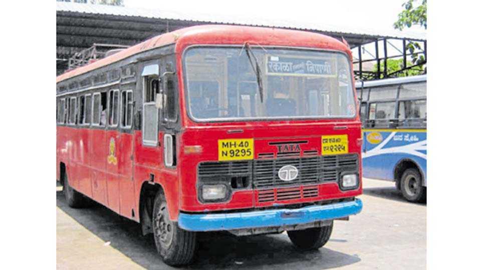 निपाणी - फलाट बदलून निपाणी-रंकाळा बस लावण्यास भाग पाडले आहे.
