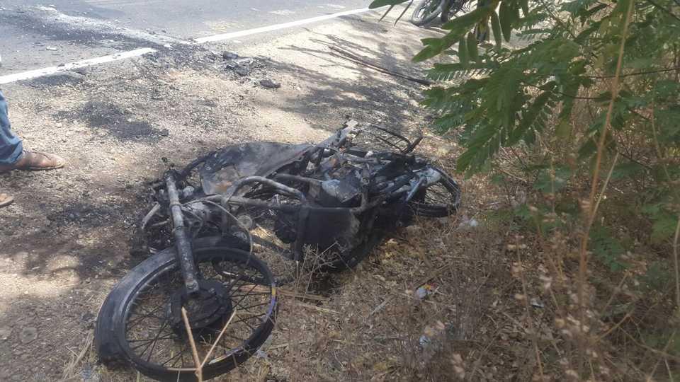 A twowheeler burned on the mehunbare road