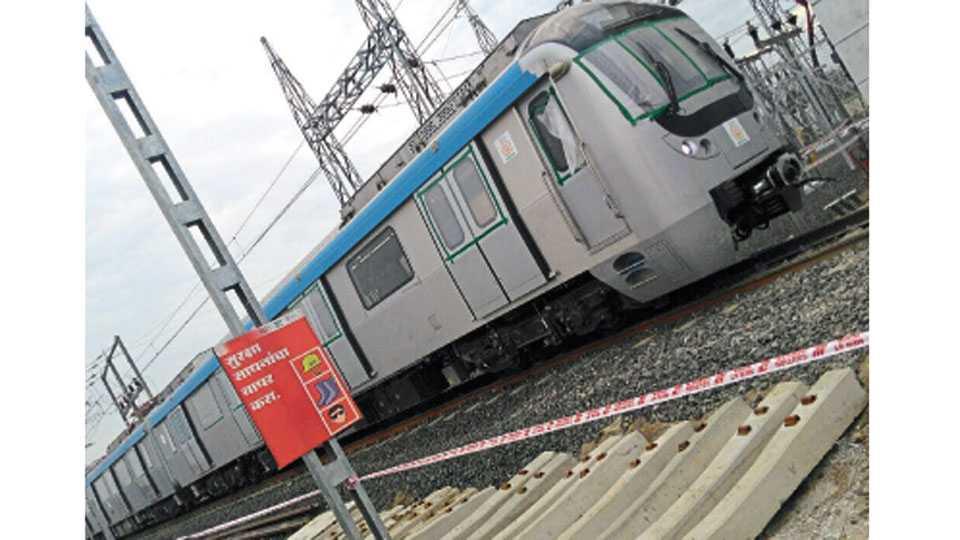 मिहान - मेट्रो रेल्वेच्या डब्यांना जोडण्यात आलेला वीजपुरवठा.