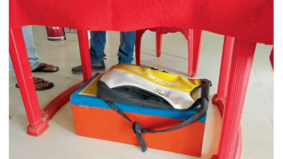 औरंगाबाद - प्रेक्षकांनी आणलेले खाद्यपदार्थ जप्त करण्यासाठी एका चित्रपटगृहात ठेवलेले खोके.