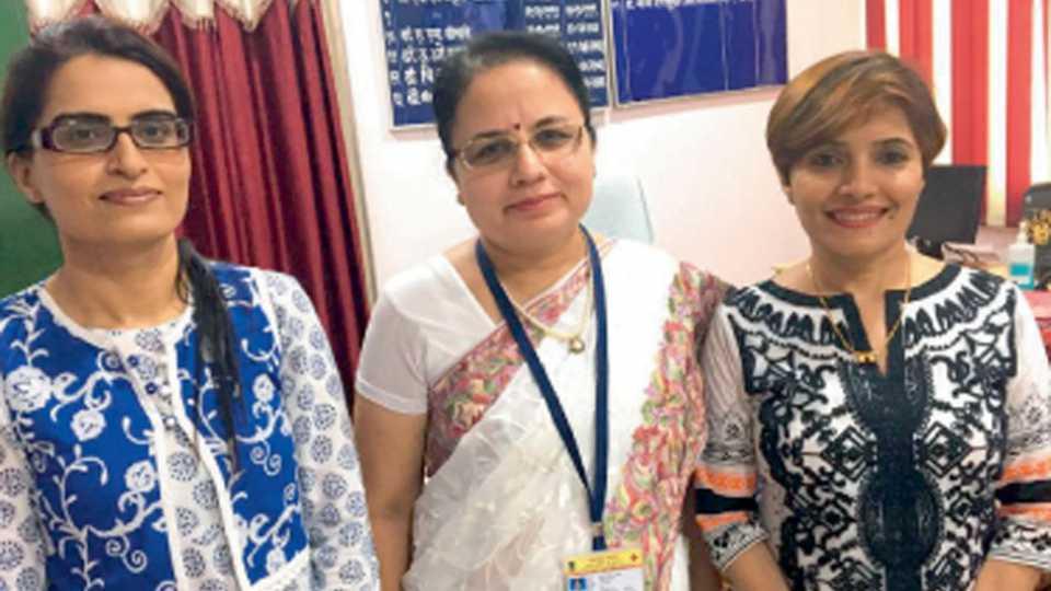 राज्य कामगार रुग्णालयाची धुरा समर्थपणे सांभाळणा-या  डॉ. जी. एस. धवड, डॉ. बी. ए. चौधरी व  डॉ. मीना देशमुख.