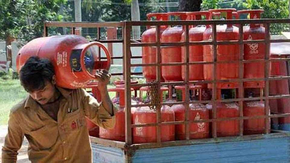 Non-subsidised gas cylinders to cost Rs 86 more