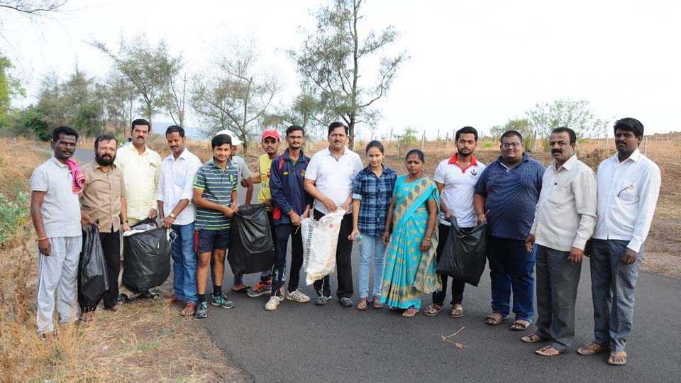 750 plastic bags deposited in two hours in Sakals Kaas campaign