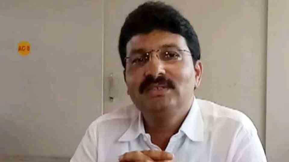 Former chairman Sushant Deokar left the Shivsena party