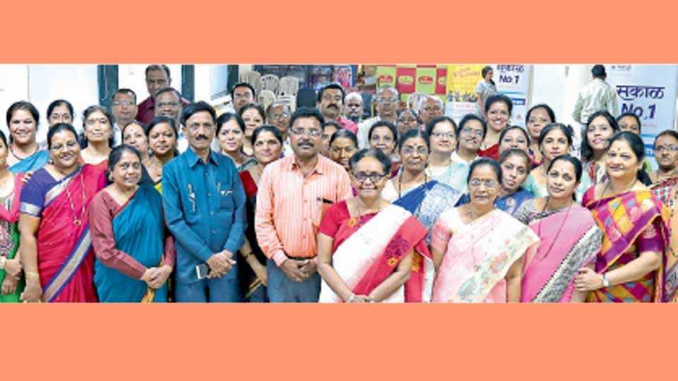 सकाळ कार्यालय (बुधवार पेठ) - शनिवारी आयोजित केलेल्या बैठकीस उपस्थित असलेले मुख्याध्यापक.