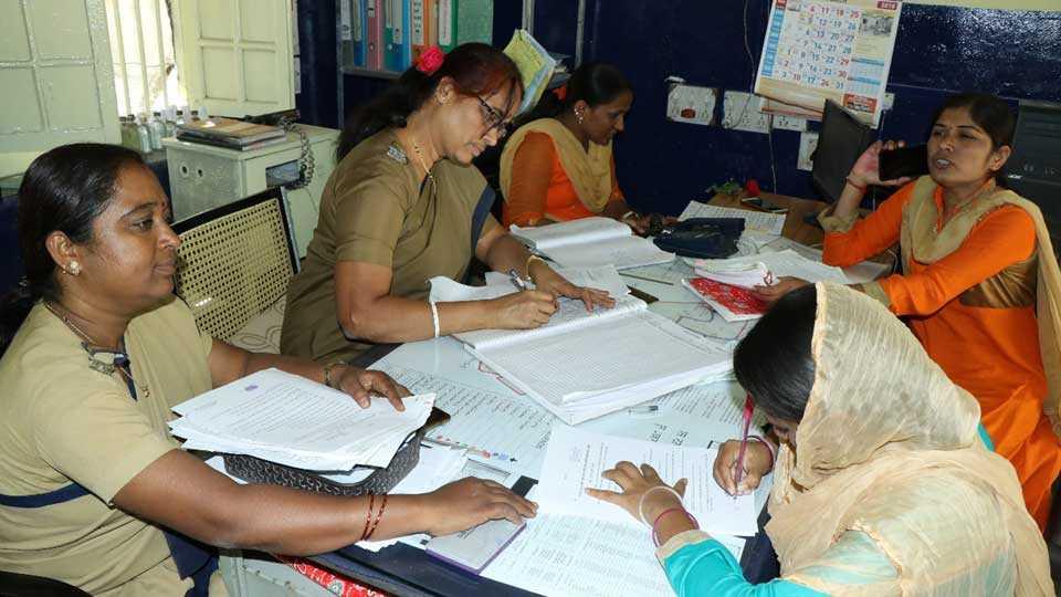 marathi news solapur police station work women responsibility