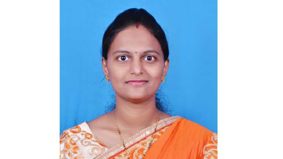 he Chief Minister had given a job to the daughter of the policeman