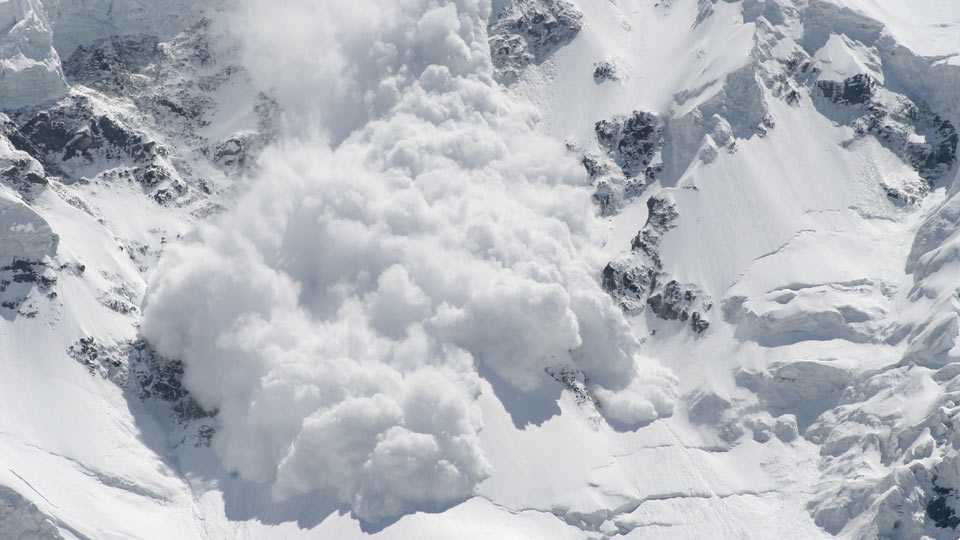 Five soldiers trapped after hit by avalanche in Kupwara